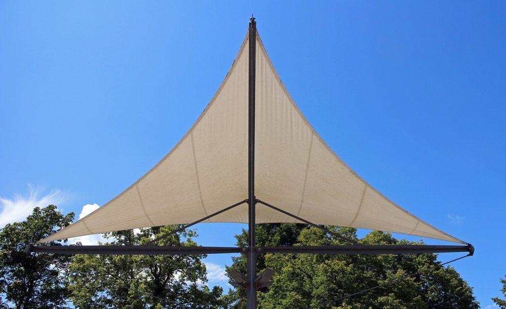 háromszög alakú napvitorla